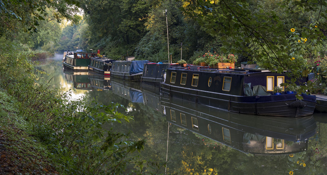 Narrowboats in Pewsey Vale