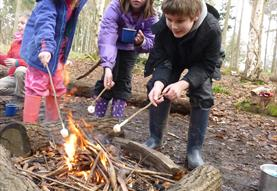 Making Muffins and Cobblers - Family Bushcraft