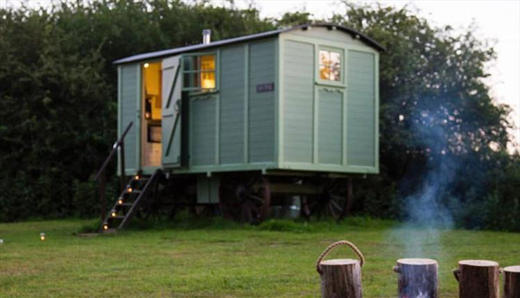 HISTORIC GLAMPING HUTS ON THE BANKS OF THE RIVER AVON